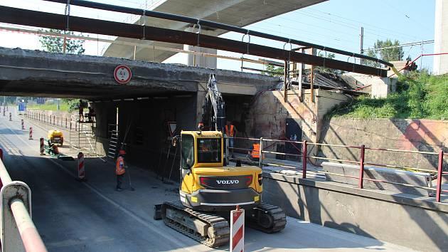Opravy v podjezdu v Předmostí. Ilustrační foto