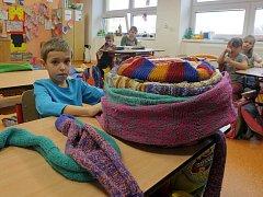 Děti z Pavlovic u Přerova upletly šálu dlouhou bezmála tři čtvrtě kilometru