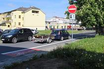 Dodržují řidiči jednosměrku ve Wurmově ulici?