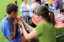 Výstava fotografií Prerovos objektivos, ochutnávka typicky romských pokrmů, ale také soutěže pro děti a fotbal – tak vypadal jubilejní desátý ročník Dne soužití v Kozlovicích.