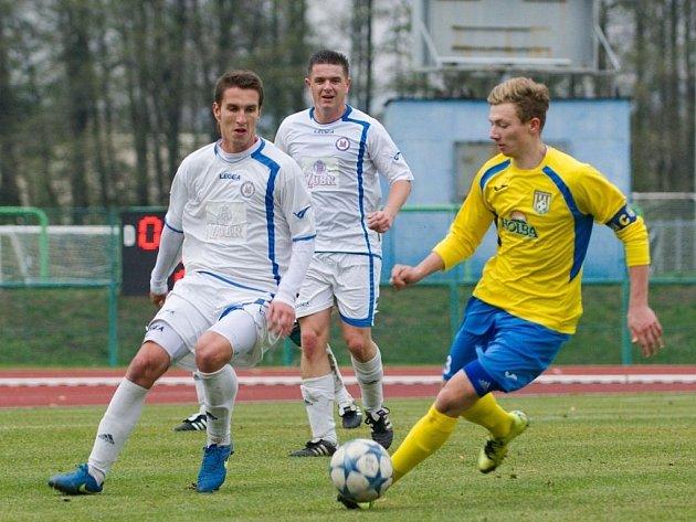 Fotbalisté Přerova (v bílém) proti Šumperku. Ilustrační foto