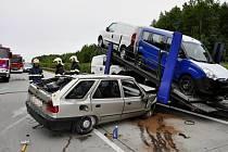 Střet osobního auta s nákladním autem na Lipnicku