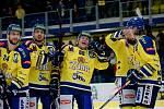 Hokejisté Přerova (ve žlutém) v utkání se Vsetínem.