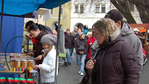 Městské trhy se v době před Vánocemi přesunuly z náměstí T. G. Masaryka v Přerově na Horní náměstí. Zájem lidí byl obrovský, v průběhu nedělního dopoledne se sem přišly podívat stovky lidí.