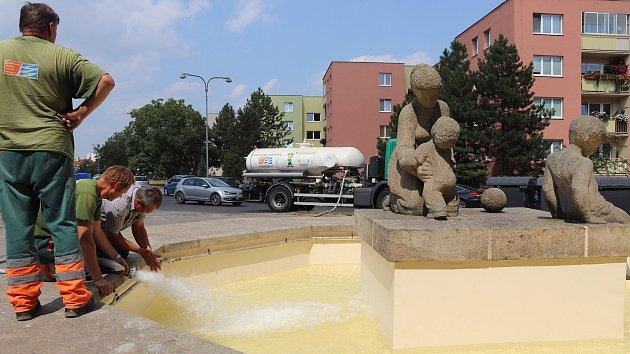 Do kašny v ulici Pod Valy v Přerově se po osmi letech vrátila voda.