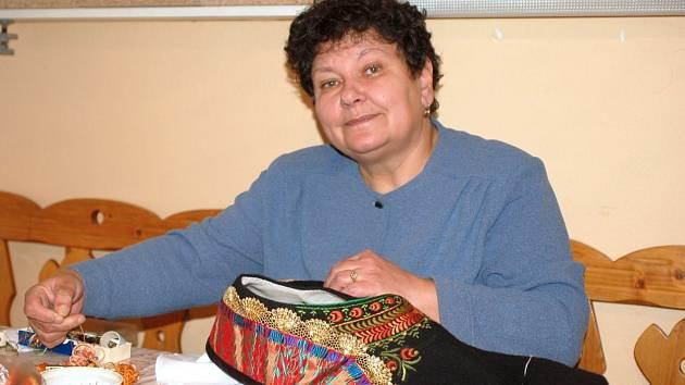 Jarmila Vítoslavská z Troubek se věnuje šití hanáckých krojů a výšivkám celý život.