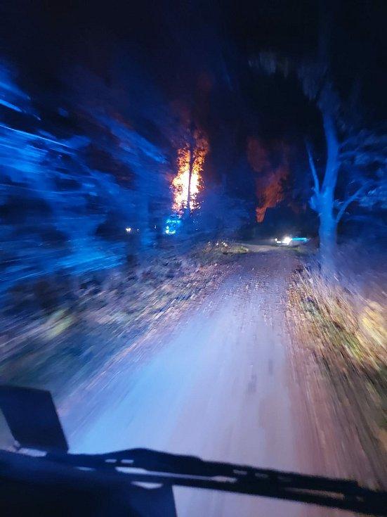 Požár chaty v rekreační oblasti v Lipníku nad Bečvou. 15. listopadu 2020