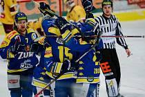 Hokejisté Přerova (v modrém) proti jihlavské Dukle.