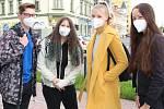 Studenti přerovských středních škol se vrátili po několikaměsíční pauze do lavic. Takto vypadal v pondělí 24. května první den na Gymnáziu Jakuba Škody v Přerově.