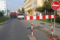 V Palackého ulici platí uzavírka – důvodem je rekonstrukce, kterou nedaleko místní samoobsluhy provádí společnost Vodovody a kanalizace.