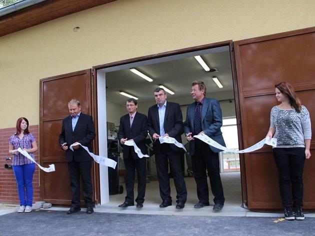 V Brodku u Přerova oslavili hotovou kanalizaci a čističku. Pracovali na tom od roku 2009, investice přišla na necelých 150 milionů korun.