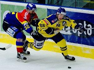 Hokejisté Přerova (ve žluté) proti Českým Budějovicím (5:3)