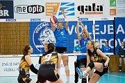Přerovské volejbalistky (v modrém) porazily VK Šelmy Brno.