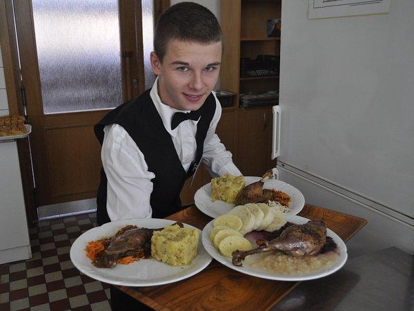 Svatomartinskou husu mohli ochutnat lidé, kteří přišli vneděli na gastronomickou akci do přerovské restaurace Bečva.