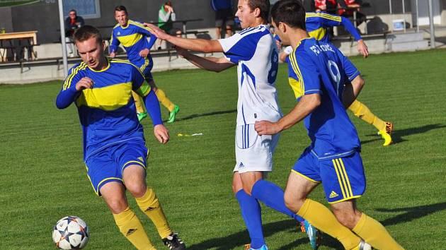 Želatovice (v modrém) proti Dolanům