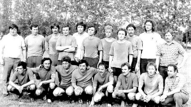 Fotbalové mužstvo Radslavice – postup do krajského přeboru vroce 1983.