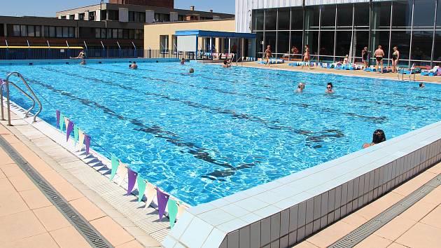 Přerovský venkovní bazén. Ilustrační foto