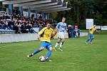 Fotbalisté Kozlovic doma remizovali s Hranicemi (v modrém) 1:1. Štěpán Přikryl