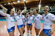 Volejbalistky Přerova (v bílém) přehrály doma KP Brno 3:1 na sety.