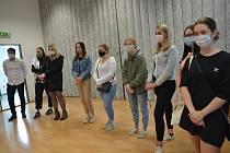 Studenty Gymnázia Jana Blahoslava a Střední pedagogické školy v Přerově, kteří pomáhali v době nouzového stavu jako dobrovolníci, ocenili ve středu zástupci kraje.