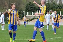 Fotbalisté Kozlovic (v pruhovaném) proti Lískovci