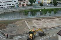 Začištěné základy kostela jednoty bratrské, které byly nalezeny v severním předpolí Tyršova mostu v Přerově.