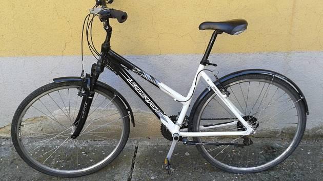 Police hledá majitele dámského kola značky Leader Fox 4CW bílo-černé barvy s blatníky.
