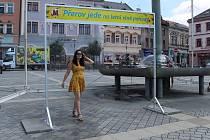 Novinkou na náměstí v Přerově je mlžná  brána - má osvěžit kolemjdoucí. Výmluvný je i nápis: Přerov jede na letní vlně pohody.