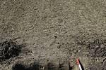 Archeologové odkryli na poli na Přerovsku depot z pozdní doby bronzové.