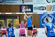 Volejbalistky Přerova (v modrém) proti VK Prostějov
