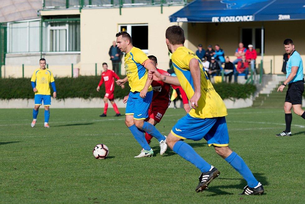 Fotbalisté FK Kozlovice (ve žlutém) proti Slavičínu
