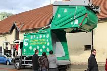 Nové svozové vozidlo v Lipníku bude svážet hlavně tříděný odpad, kterého se dovnitř vejde až šest tun.