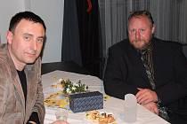 Cenu Ď získal v sobotu 26.3.2011 v přerovském klubu Teplo rybář Jiří Zahradníček (vpravo). Slavnostního večera se účastnili významní hosté z přerovského regionu i ze Slovenska. Přijel také moderátor Richard Langer (na snímku vlevo)