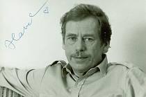 Originál fotografie Václava Havla, která se v roce 1989 stala předlohou plakátů Občanského fóra, má se svém archivu bývalý ředitel Muzea Komenského František Hýbl