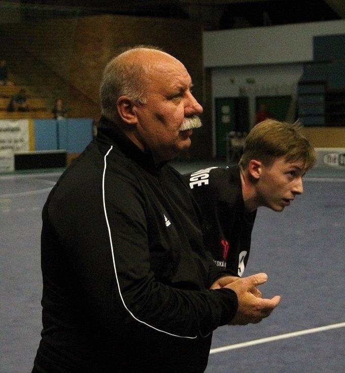 Házenkáři Žeravic (v černém) v pohárovém utkání s Bystřicí pod Hostýnem. Lubomír Lukačovič.