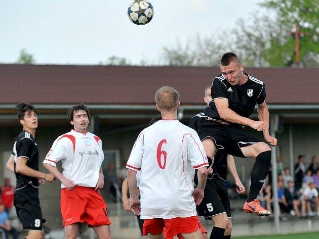 FC Želatovice (v bílém) – 1.HFK Olomouc B