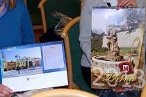 Sadu nových kalendářů pro rok 2013 pokřtili ve středu v prostorách zámku zástupci přerovské radnice.