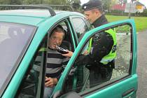 """Policie a krajský koordinátor BESIPu kontrolovali rychlost, jeden z """"hříšníku"""" jel v obci stovkou."""