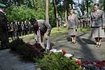 Uctít památku obětí Přerovského povstání přišli k památníku v olomoucké čtvrti Lazce zástupci města, kraje, Sokola a dalších organizací.