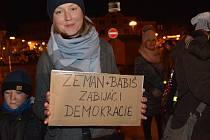 Uctít sedmnáctý listopad přišli  na Masarykovo náměstí v Přerově zástupci vedení města, sokola, Konfederace politických vězňů, Svazu bojovníků za svobodu a dalších organizací.