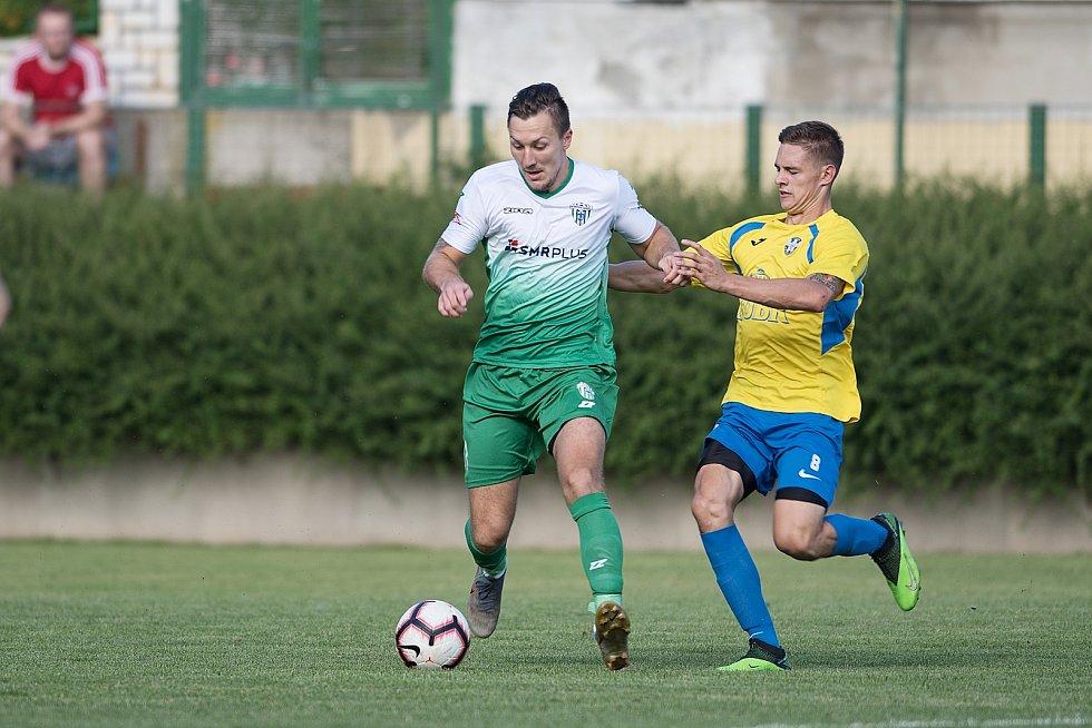 Fotbalisté Kozlovic (ve žlutém) doma porazili Bzenec 2:0.