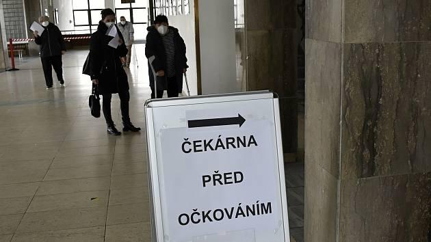 V Prostějově bylo otevřeno očkovací centrum ve Společenské domě, 17.3. 2021