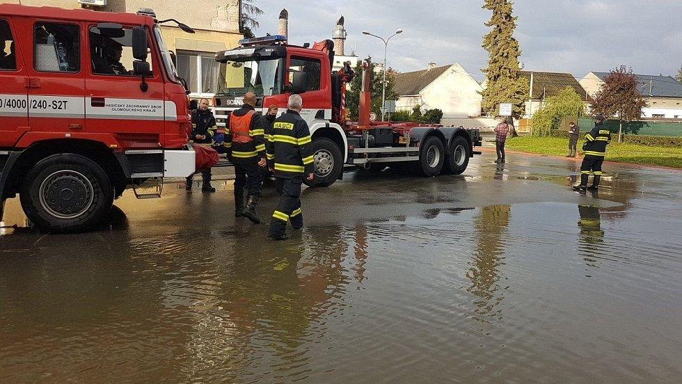 V Brodku u Přerova voda zatopila část obce, 15. října 2020