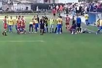 Z videa zachycujícího konflikt v zápase mezi Kozlovicemi a Vsetínem
