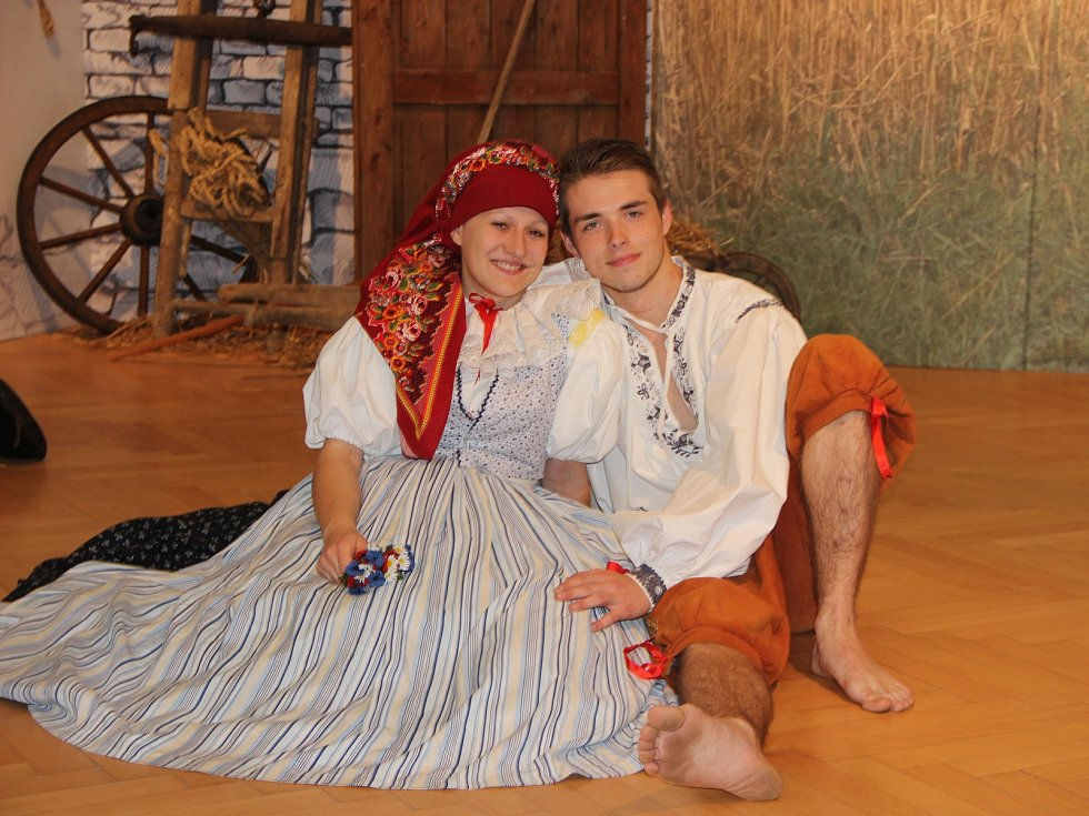 Divadelní představení pod názvem Svatební noc u Křópalů v ohrožení v podání folklorního souboru Haná zhlédlo v pěti vstupech více než 150 diváků. Foto: Deník/ Dagmar Rozkošná