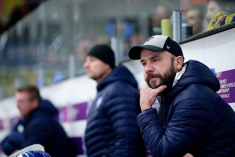 Hokejisté Přerova (ve žlutém) porazili České Budějovice po samostatných nájezdech. Vladimír Kočara