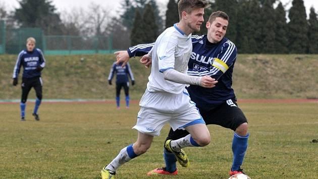 Fotbalisté Přerova (v bílém) v posledním přípravném duelu porazili třetiligový Zábřeh 3:2.