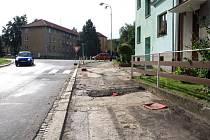 Délka pravostranného chodníku v ulici Vsadsko – v úseku od křižovatky s ulicí Budovatelů po křižovatku s ulicí Dvořákovou, je 265 metrů.