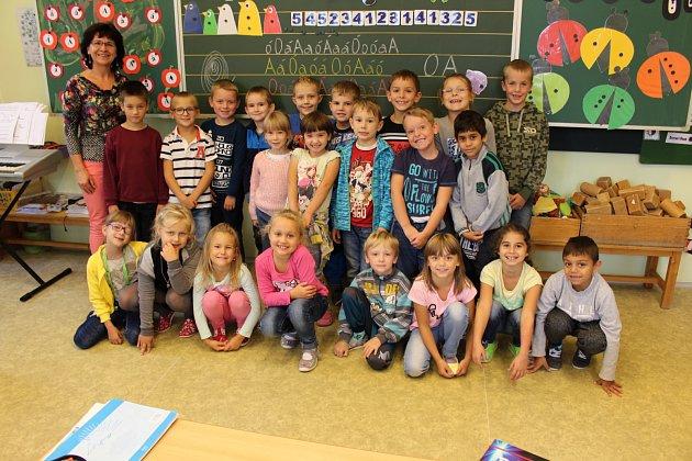 Žáci 1.Aze ZŠ Hranická vLipníku nad Bečvou spaní učitelkou Libuší Blumovou