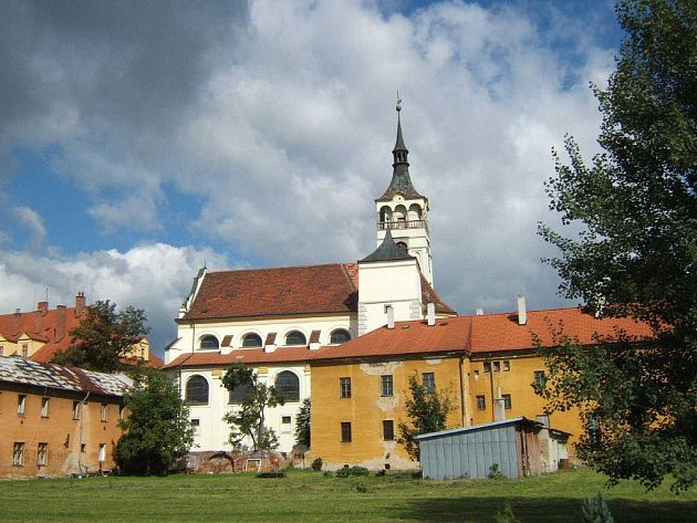 Piaristický klášter v Lipníku nad Bečvou - v popředí